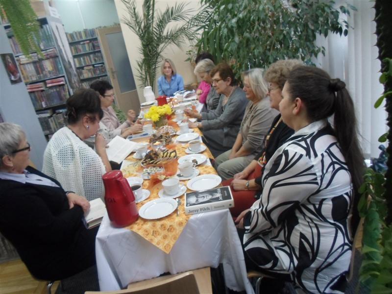 100 % Pilcha w Pilchu na spotkaniu Dyskusyjnego Klubu Książki w Filii nr7